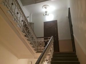 Так красиво парадная лестница нашего дома не выглядела очень давно