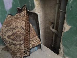 """Новый мусор на """"черной"""" лестнице"""