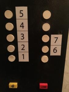 Финальная версия кнопочного ряда в нашем лифте
