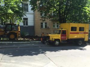 """Аварийная машина """"Киевэнерго"""" - привычный пейзаж перед нашим домом"""
