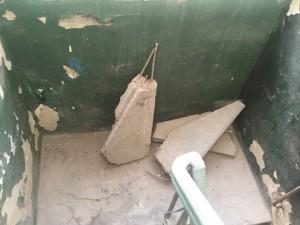 """Это пример того, что оставляют соседи на """"черной"""" лестнице"""