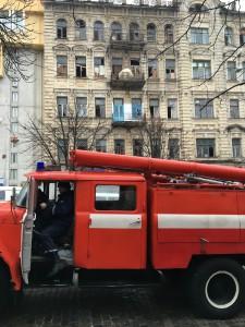 """На случай большой аварии для нашего дома есть одна """"радость"""" - пожарное депо прямо по соседству."""