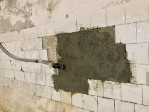 Заплатка в стене подвала