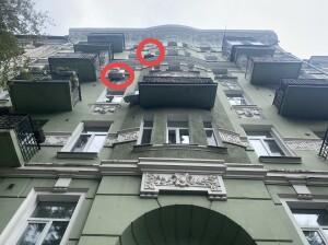 А мог же быть идеальный фасад! Если балконы украсить цветами